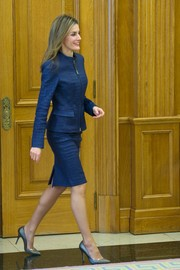 Princess%20Letizia%20Spain%20Attends%20Audiences%20Zarzuela%20hqu5Y0aULNtp.jpg