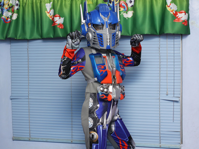 Dress%20Up%20As%20a%20Transformer%20for%20Halloween%20Step%206.jpg